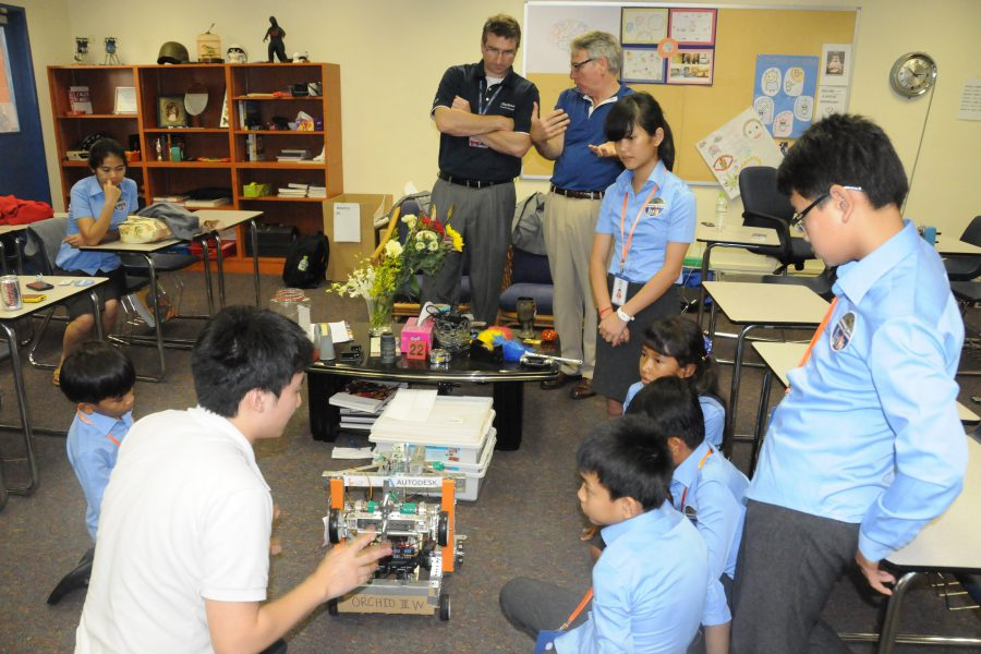 Singapore American School showed Simple Robot Team of their Robot